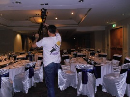 Elliot in the tripod battle of the banquet tables